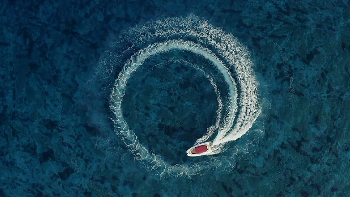 a boat spinning in a circle on the water